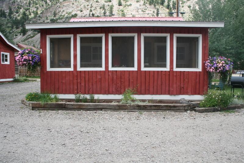 cabin1_2.JPG